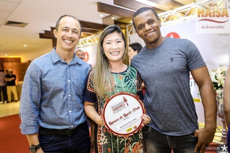 Ricart Melo, Tatiana Camigauchi e Helio Santos( Melhor Barraca Beach Pa