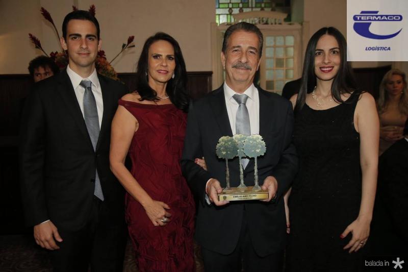 Emilio, Ketherine e Emilio Ary e Larissa Gentil