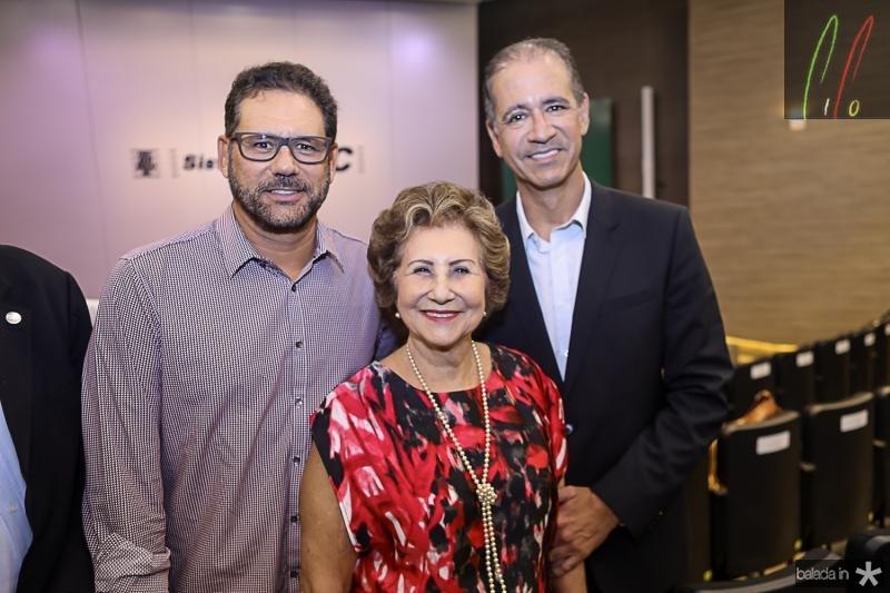 Marcus, Lucia e Regis Medeiros