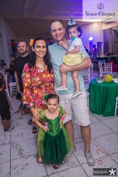 Camila, Maria Fernanda, Maria Clara e Arao Ribeiro