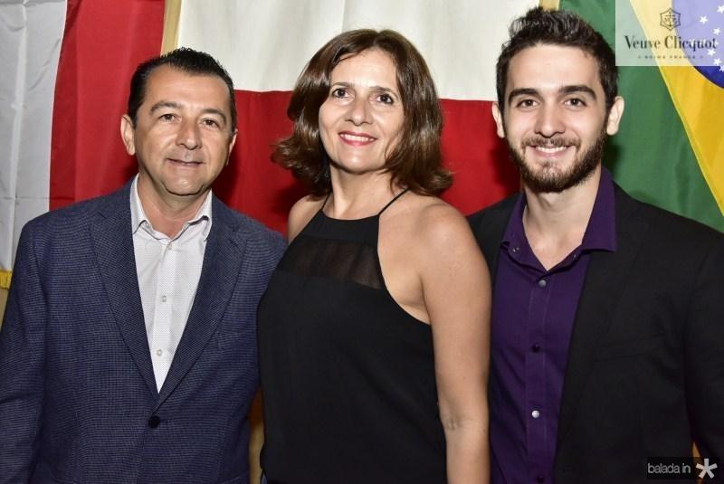 Roberto, Jaqueline e Lucas Marinho