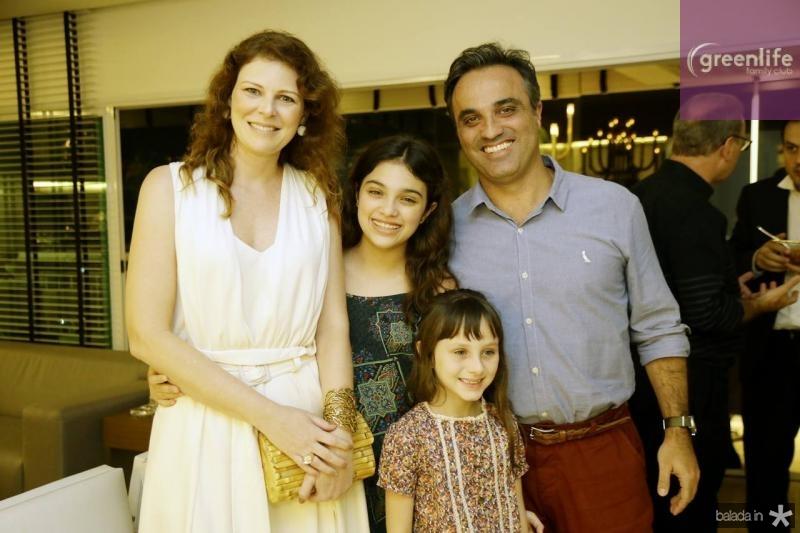 Mirella, Laura e Julia Renon e Nelson Sabrosa