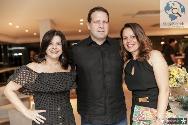 Luciana Lobo, Edson Ventura Filho e Larissa Mourao