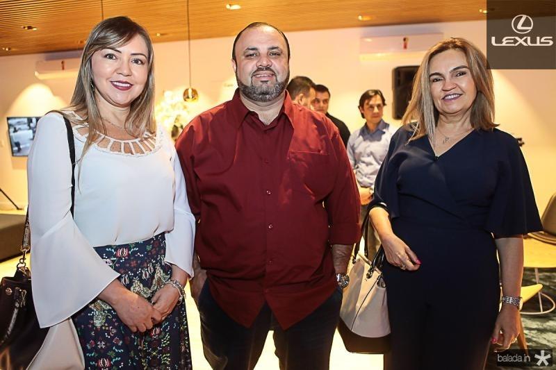 Janaina Santana, Rafael Arruda e Angela Gadelha