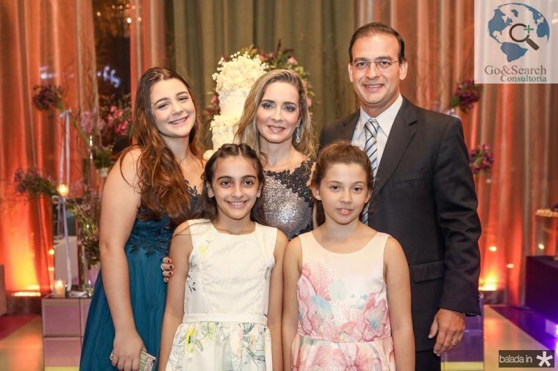Luiza, Daniele, Gabriela, Beatriz e Anastacio Dias