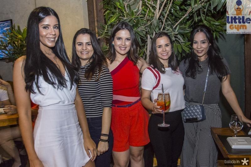 Renata Lessa, Georgia Lisboa, Carolina Paz, Juliana Silva e Sthephanie Fontenele