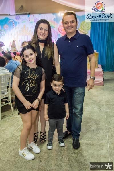 Lara, Rafaela, Dudu e Eduardo Melo