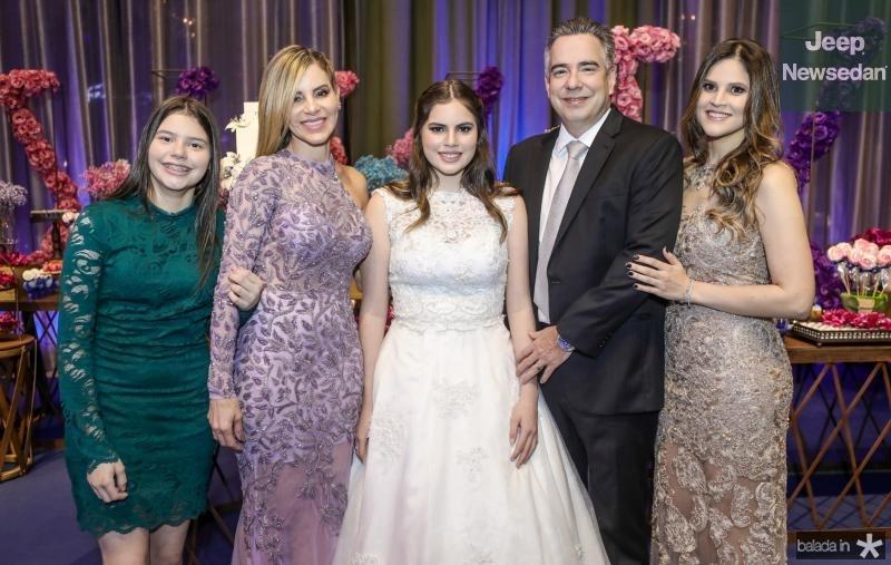 Sofia, Sandra, Manoela, Rocha Neto e Amanda Rocha