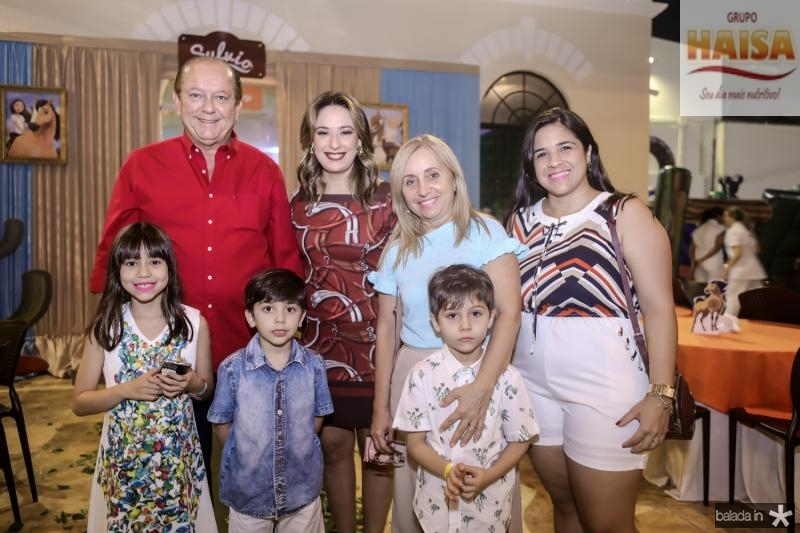 Rafael e Silvinha Leal, Ester, Pedro e Jhoshua Leite,  Sandra e Fernanda Viana