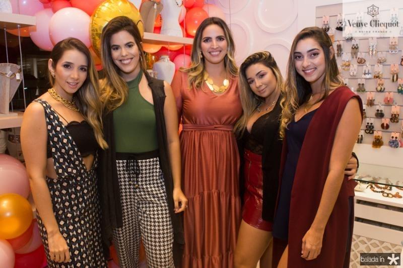 Livia Queiroz, Leticia Nogueira, Mariana Queiroz, Amanda Lima e Stela Estite