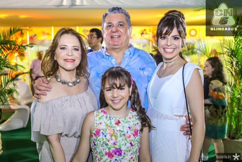 Angela, Isabella, Cleber e Carol Cunha