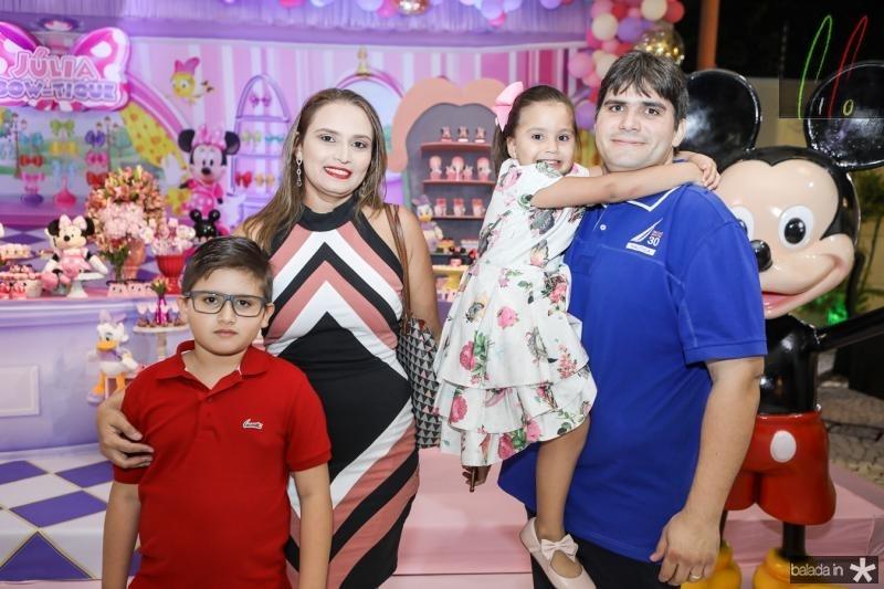 Renato, Natalia, Alice e Thiago Rodrigues