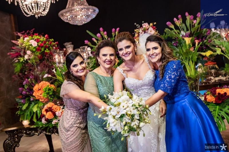 Marilia, Valeria Gomes, Isabele e Mariana Studart