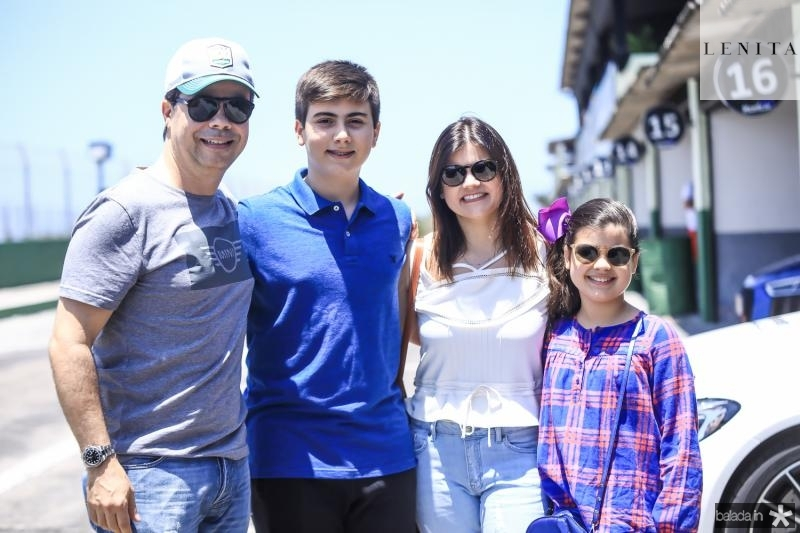 Duda, Dudu, Tician e Sarah Brigido