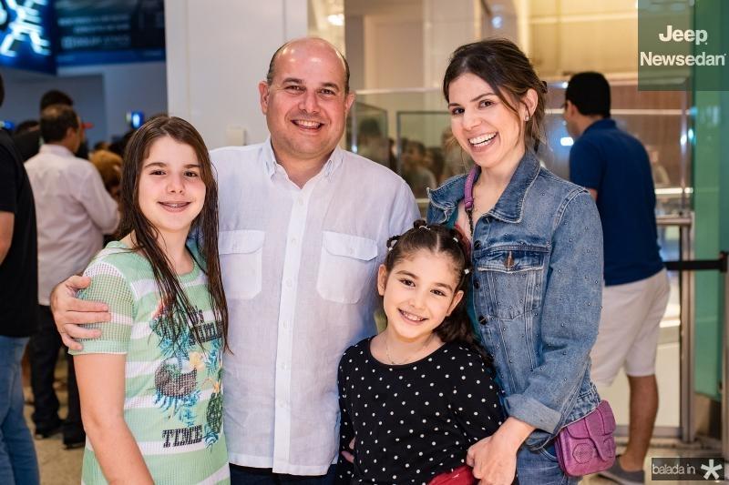 Roberta Bezerra, Roberto Claudio, Isabela e Carol Bezerra