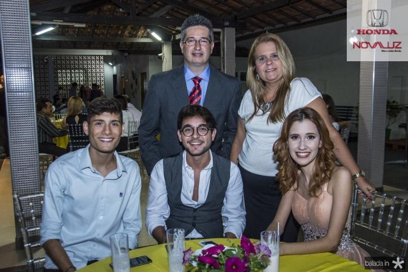 Caio Cardoso, Leonardo Salema, Yara Salema, Luccas Ervedosa e Raphaela Salema