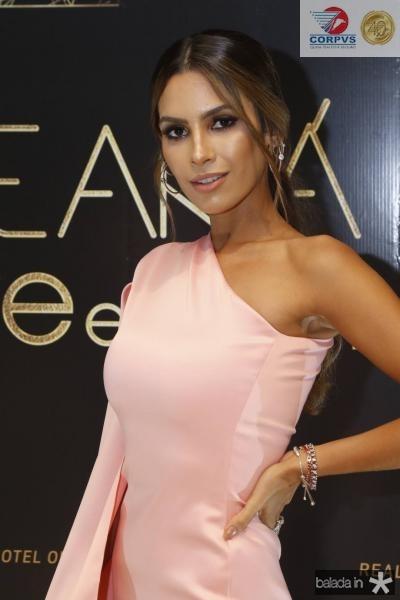 Claudia Almeida 2