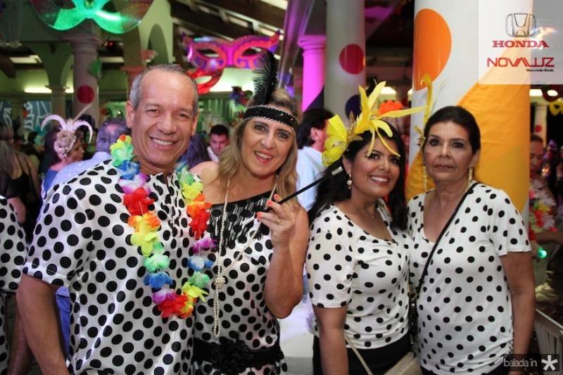 Beto e Ana Cla?udia com Emilinha e Emilia Mota