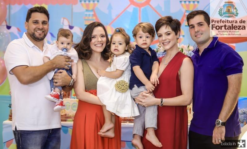 Daniel, Rafael, Carolina e Lis Sampaio, Bento, Paulinha e Felipe Rocha