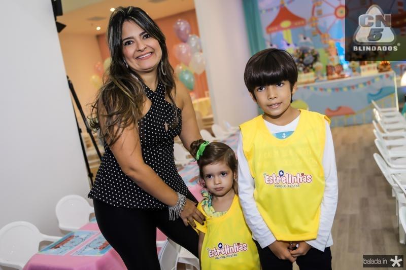 Carol, Sophia e Matheus Negreiros