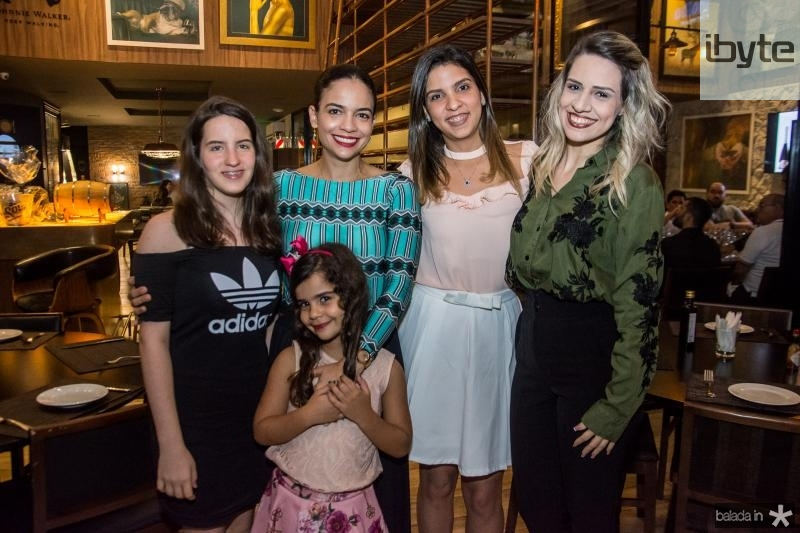 Gabriela Machado, Marina Escafuri, Elize Nunes, Natalia Maciel e Iana Maia