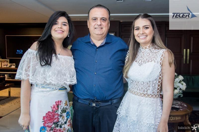 Marcelle, Max e Manuela Câmara