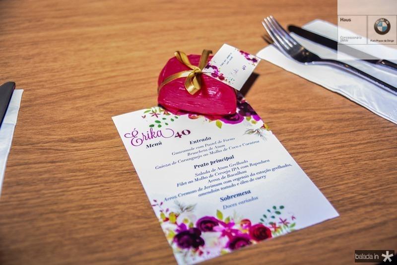 Erika Figueiredo recebe convidados no Rstaurante Rosa Celeste, com um cardapio requintado e boa musica para comemoracao de seu aniversario