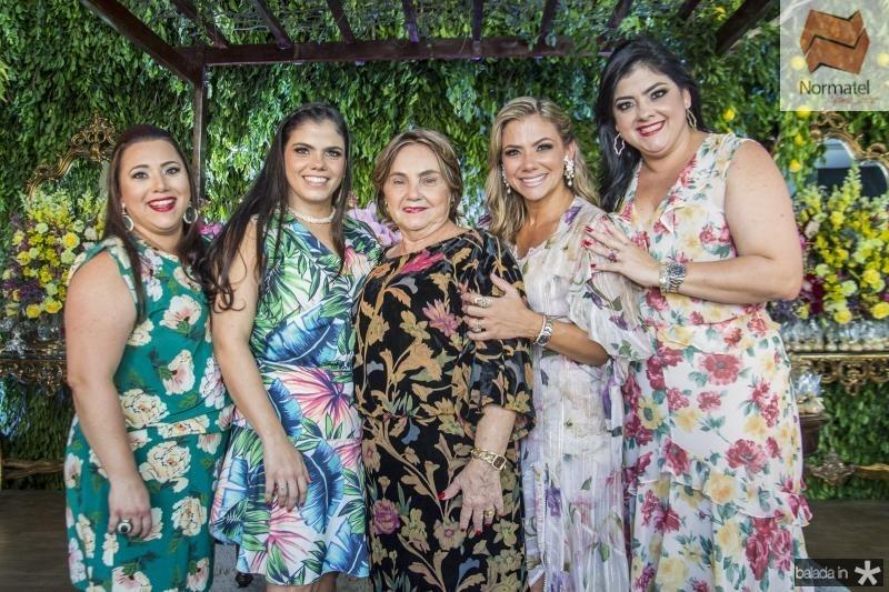 Vitoria Almada, Virginia Diogenes, Mirian Almada, Vanessa Queiros e Viviane Almada