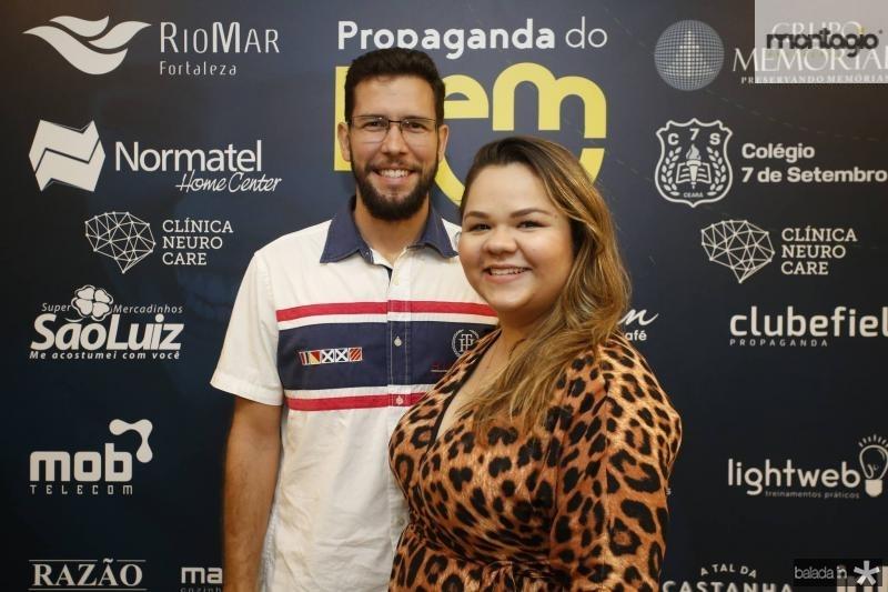 Vitor Martins e Evanielle Holanda