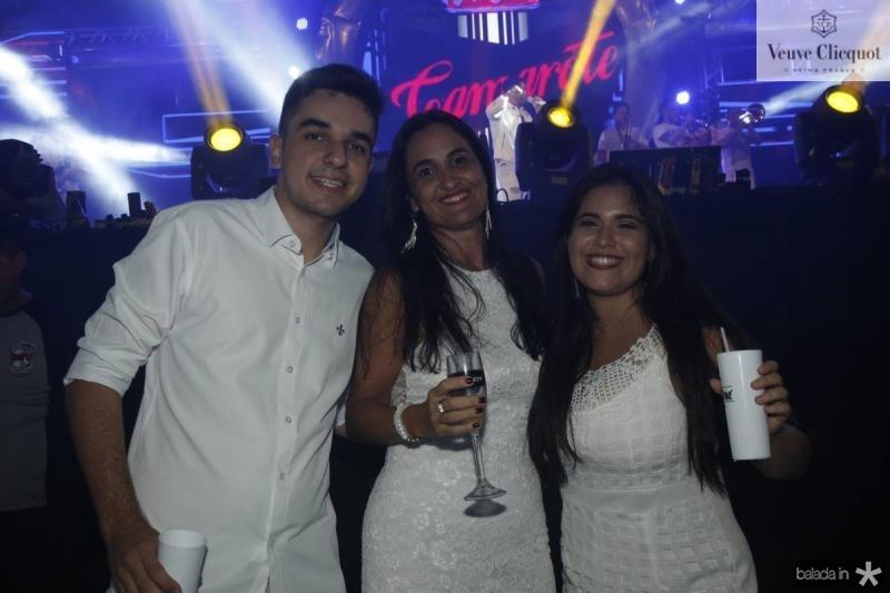 Gabriel Barros, Suely e Larissa Torres