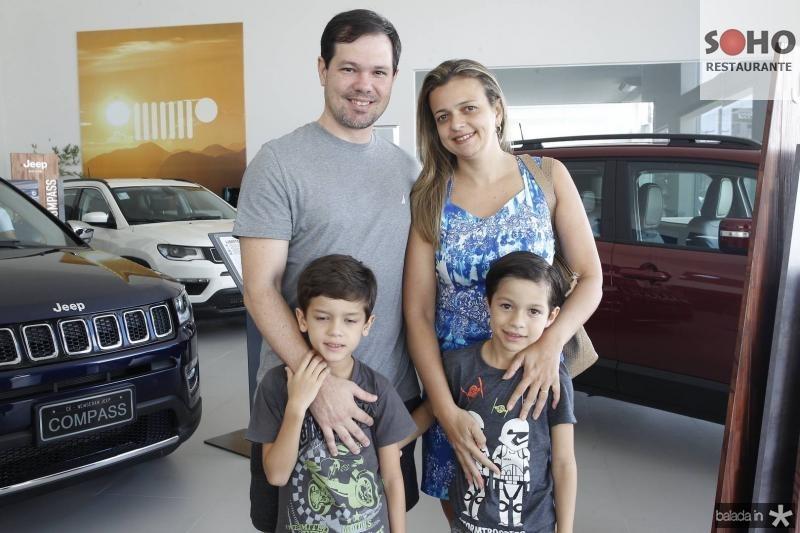 Paulo Castelo Brancao, Karen, Gabriel e Matheus Avelino