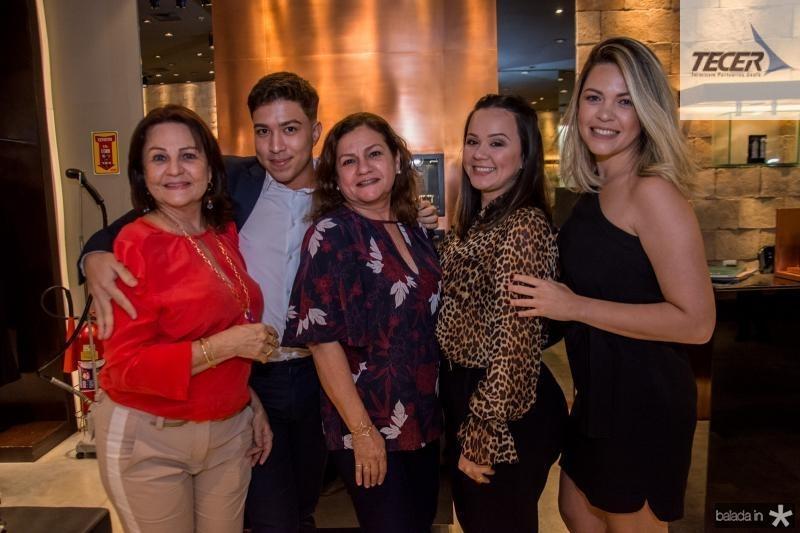 Fatima Araujo, Italo Moreira, Teresa Candida, Karla Iwakiri e Samara Santos
