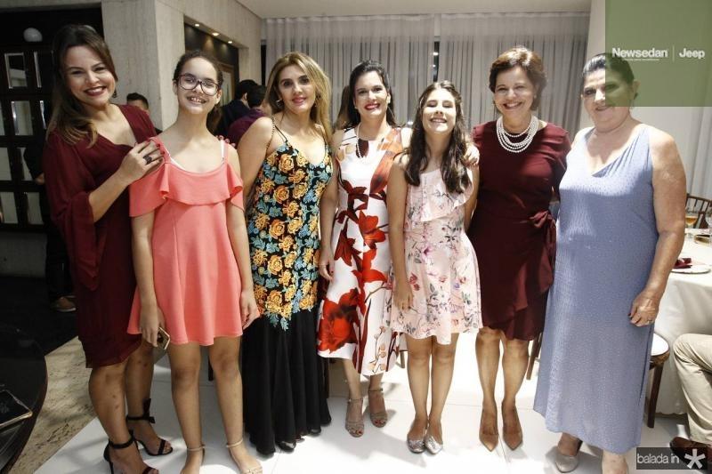 Larissa e Mariana Moreira de Sousa, Renata Nogueira, Luciana e Vera Bezerra, Jaqueline Moreira de Sousa e Vera Bezerra
