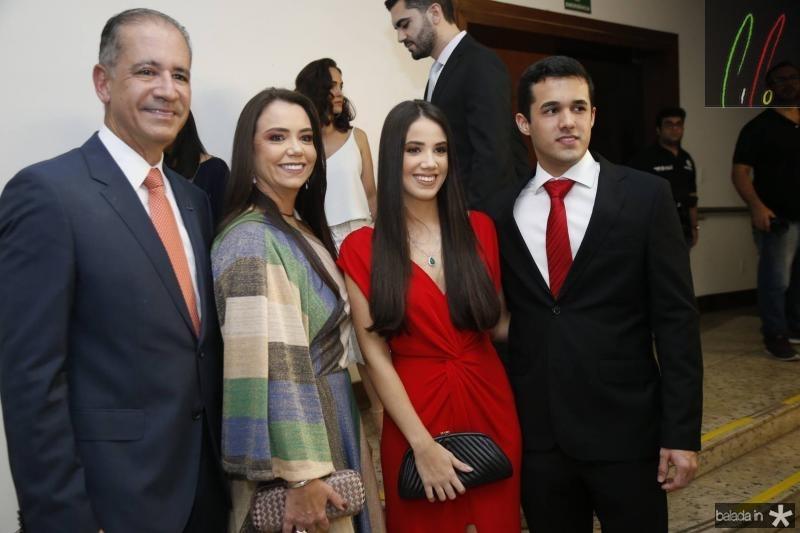 Regis, Daniela e Victoria Medeiros e John Porto