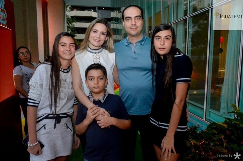 Beatriz, Juliano, Carol, Juliano e Bruna Pereira