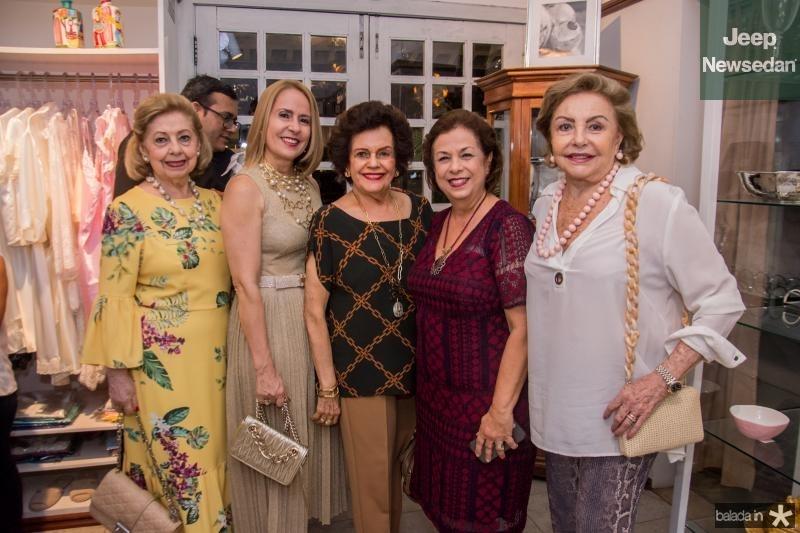 Lucia Piere, Tereza Ximenes, Constanca Tavora, Julia Philomeno e Helena Cidrao
