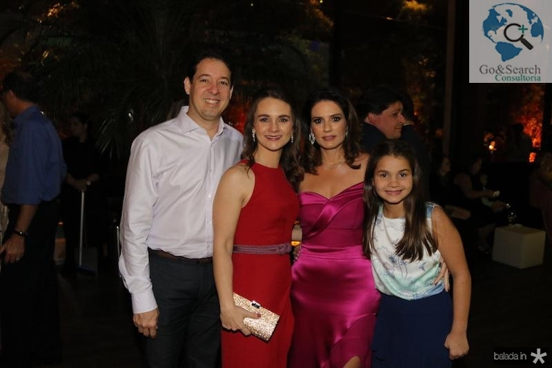 Adriano, Marina e Stella Marques com Renata Vale