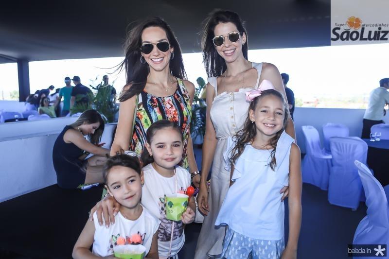 Marcela, Vitoria, Olivia, Roberta e Rafaela Carvalho