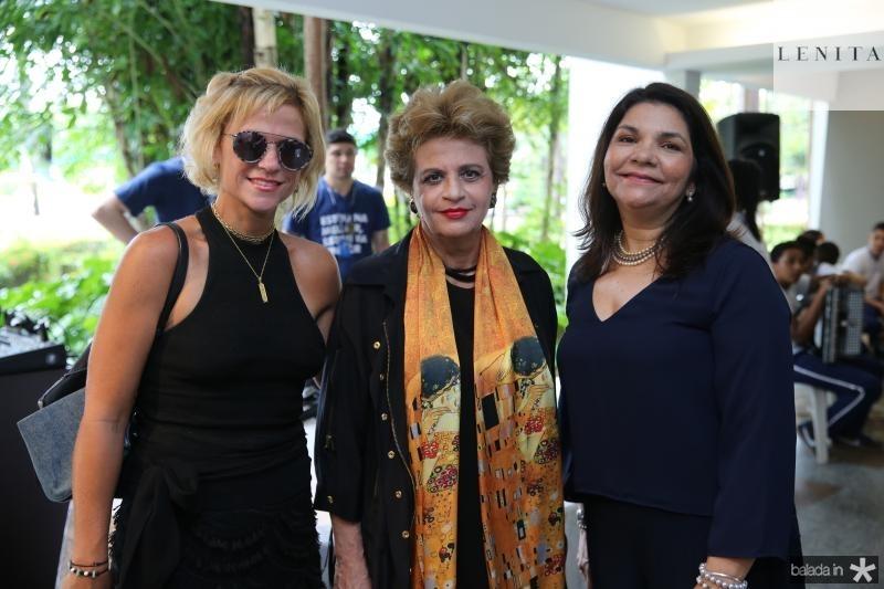 Adreia e Ana Virginia Juaçaba e Celina Castro Alves