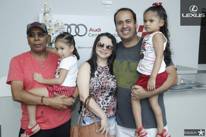 Edson, Lara, Atoniela, Daniel e Livia Santos