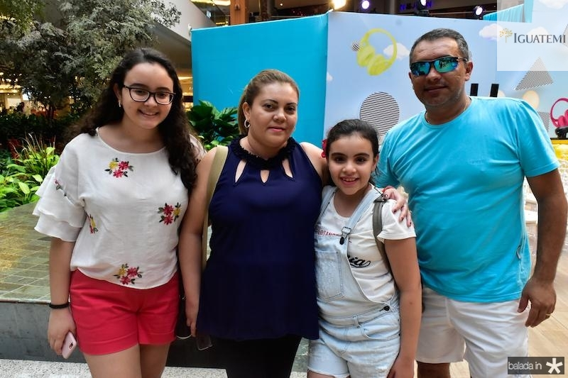 Ana Beatriz, Fabiola, Livia e Francisco Araujo