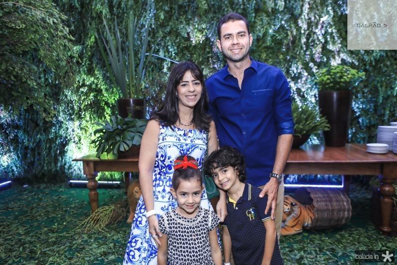 Sofia, Livia, Franklin e Henzo Oliveira