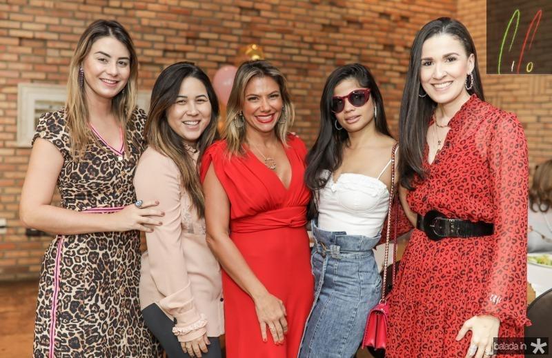 Mariana Pimenta, Carol Yamazaki, Vanessa Queiros, Isabela Temoteo e Giuliana Botelho