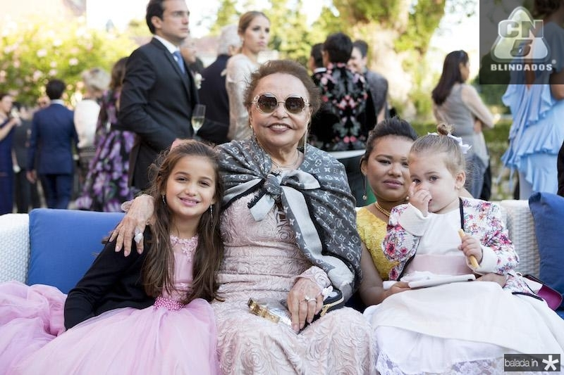 Aurora Carneiro e suas netas