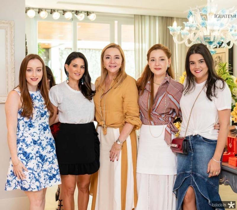 Mariah Fujita, Aline Pinho, Sandra e Larissa Fujita, Priscila Leal