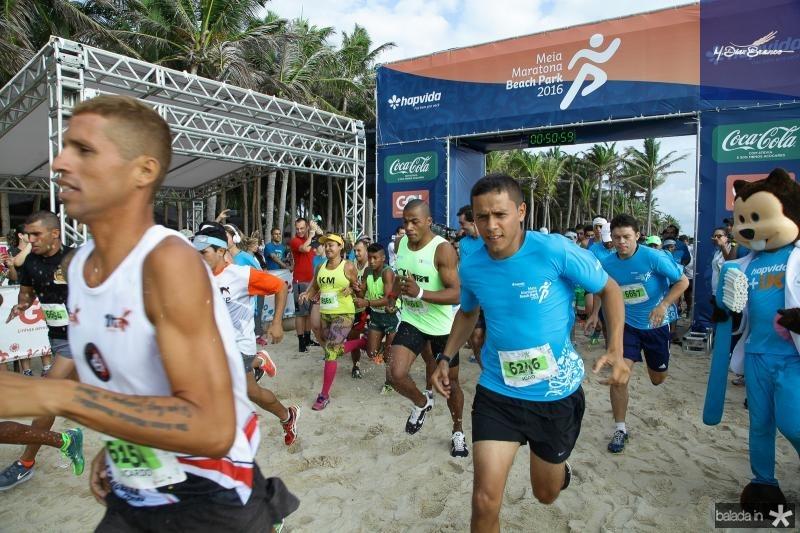 Resultado de imagem para maratona em pompeu
