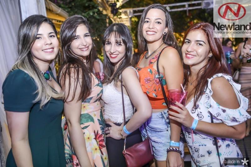 Amanda Cavalcante, Bianca Ferraz, Melissa Ferraz,  Tabata Marques e Elisabeth Ventura