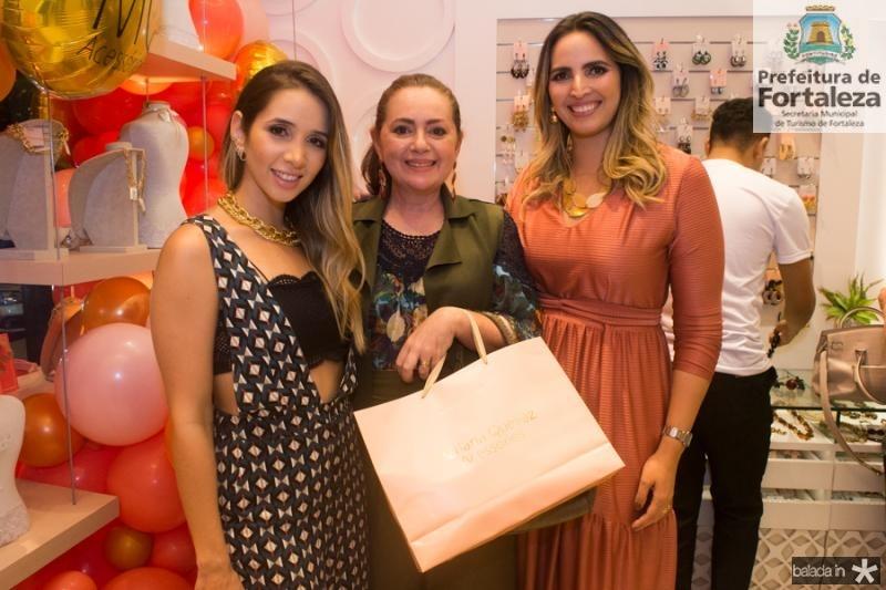 Livia Queiroz, Rosangela Oliveira e Mariana Queiroz
