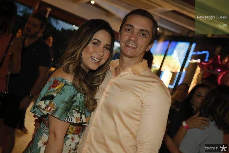 Carol Yamazaki e Marcelo Marfrutas