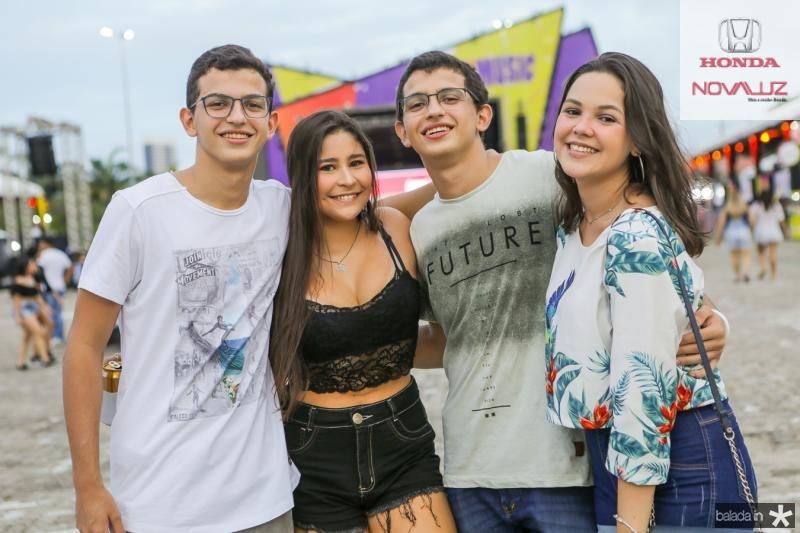 Miguel Quindere, Larissa Vieira, Gabriel Quindere e Eduarda Barroso